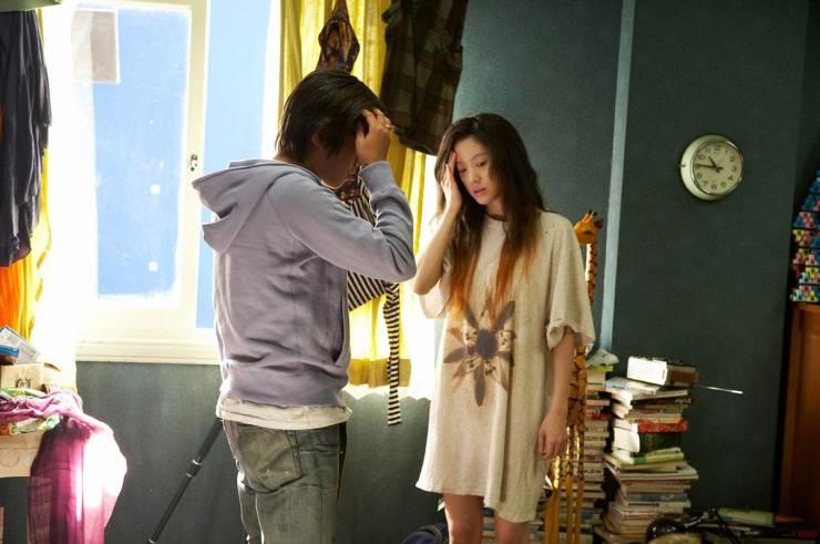 Castaway on the Moon (2009) Movie